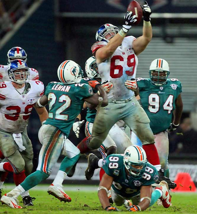 Guard Rich Seubert leaping to catch a fumble by teammate Brandon Jacobs.