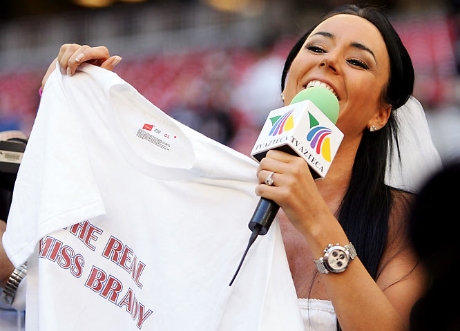 But it was Ines Gomez Mont of TV Azteca who stole the show by asking Tom Brady to marry her....