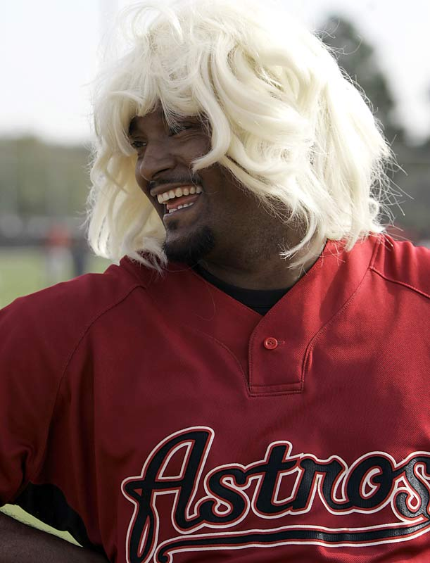 It's a new team and a new hairdo for Jose Valverde this season.