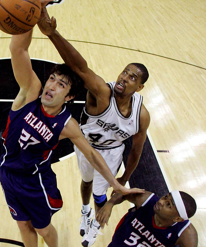 While their rivals made splashy additions, the Spurs -- in their typically understated fashion -- picked up the 35-year-old power forward a day before the deadline. San Antonio values Thomas for his mid-range shooting and, more important, his ability to help Tim Duncan defend the league's premier big men. Thomas will earn his money in the playoffs when the Spurs' well-respected defense could be tested by the likes of Utah's Carlos Boozer, the Lakers' Pau Gasol and Phoenix's Amaré Stoudemire.