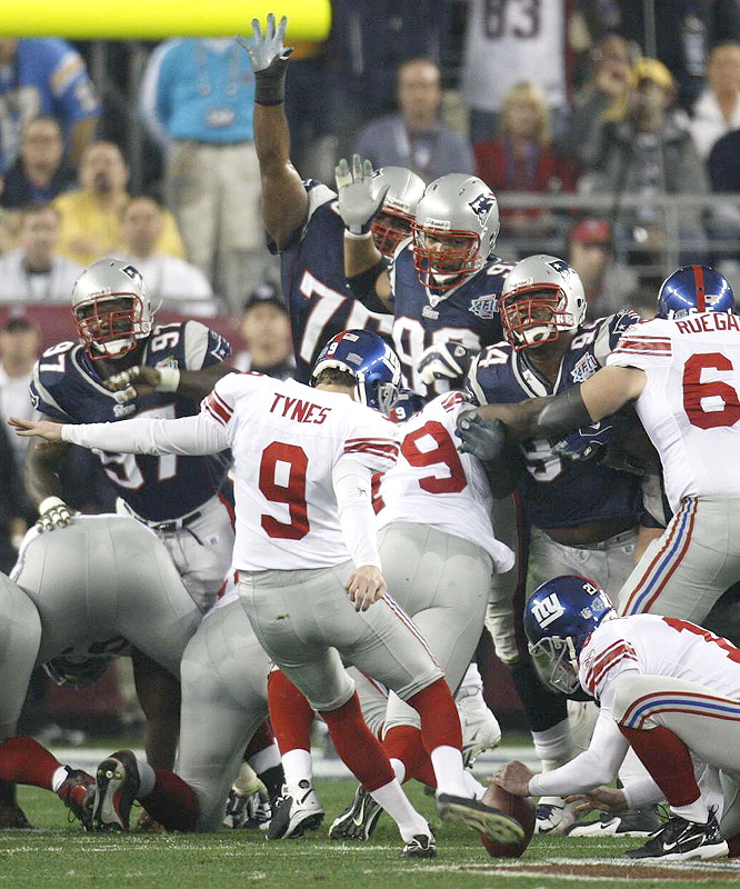 The Giants struck first as Lawrence Tynes, who kicked the game-winning field goal in the NFC Championship Game, hit a 32-yarder.
