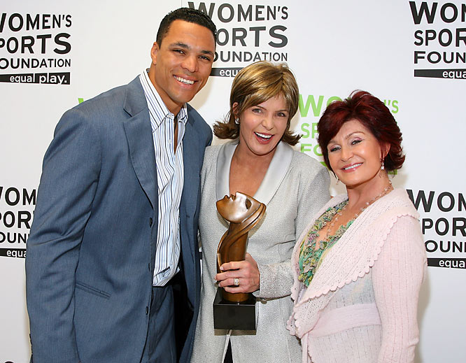 "Here's a random trio for you: Chiefs tight end Tony Gonzalez, CBS Sports' Lesley Visser and Sharon Osbourne posed backstage during the Women's Sports Foundation's ""Billie Awards"" this past Tuesday."