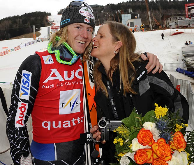Ted Ligety receives a kiss from his mother, Cindy, after winning the giant slalom at the World Cup finals in Italy.
