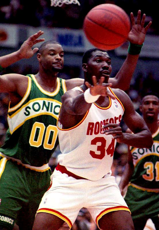 Despite typically strong averages of 21.6 points, 12.1 rebounds and 4.3 blocked shots, the Rockets missed the playoffs for the first time in Olajuwon's career during the '91-92 season as management struggled to build a championship contender around their prized post man.