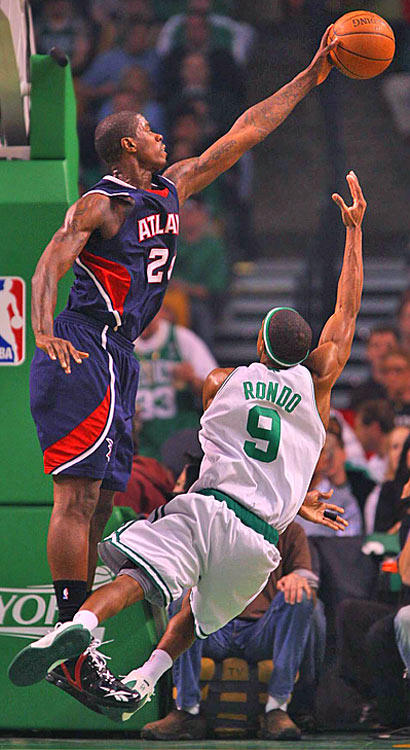 Atlanta's Marvin Williams blocks Rajon Rondo's shot.
