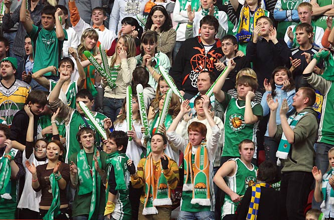 Fanatical supporters of UNICS Kazan cheer their side in the Russian Cup semifinals against CSKA Moscow. But Holden's double-double -- with13 points and a game-high 10 rebounds -- helps CSKA escape with a 51-50 victory.