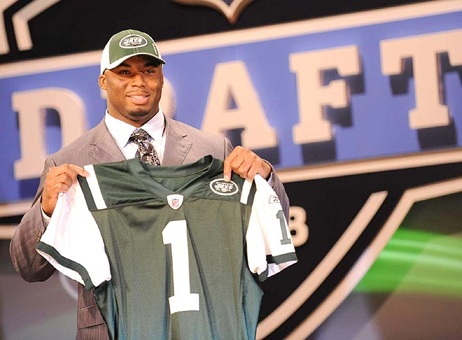 The Jets chose Ohio State defensive end Vernon Gholston with the sixth overall selection. Gholston set a Buckeyes record with 14 sacks as a senior.
