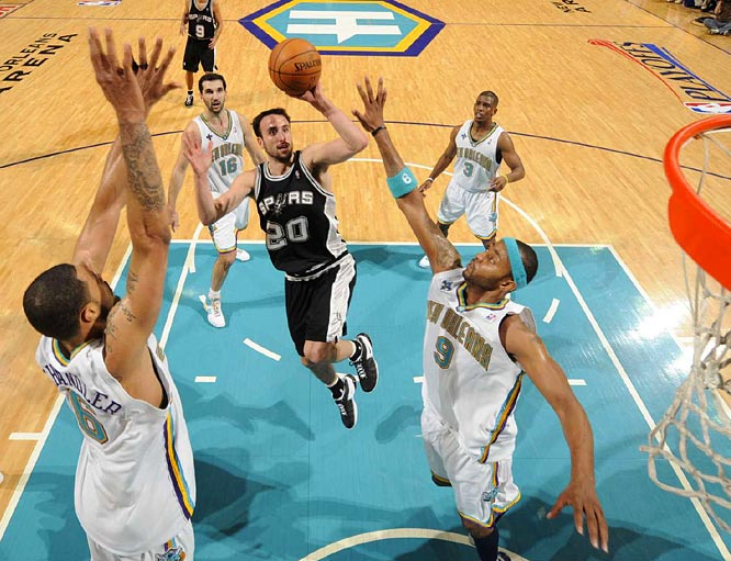 Manu Ginobili made his first four shots, including three 3s, and finished with 19 points in the series-opening loss to the Hornets.