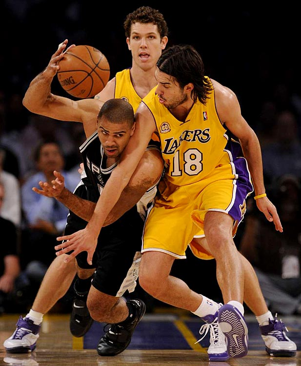 Spurs guard Ime Udoka (5) dribbles around Sasha Vujacic (18) in Game 1.