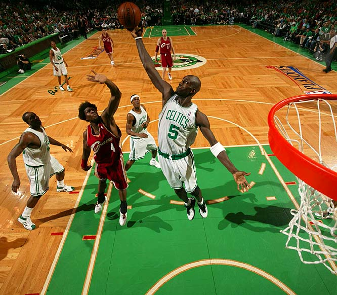Garnett pulling down one of his 13 rebounds over Wallace.