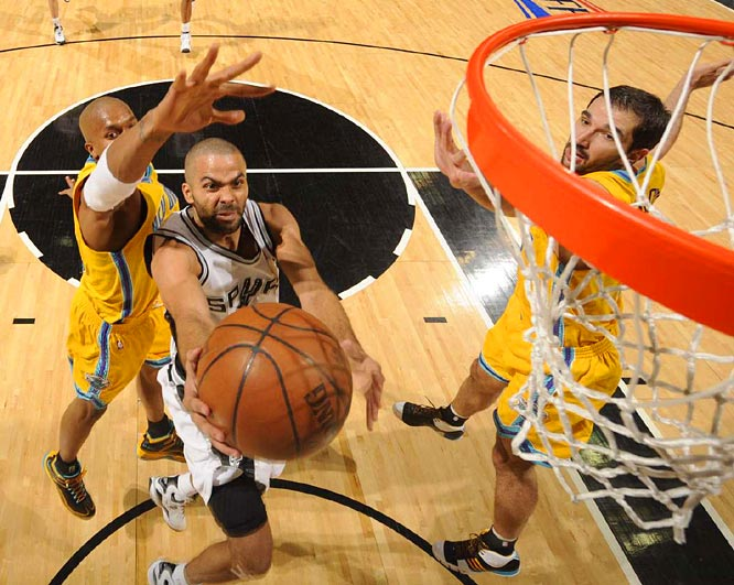 Tony Parker helped the Spurs get their first win of the series by scoring 31 points and handing out 11 assists in Game 3 against the Hornets in San Antonio.