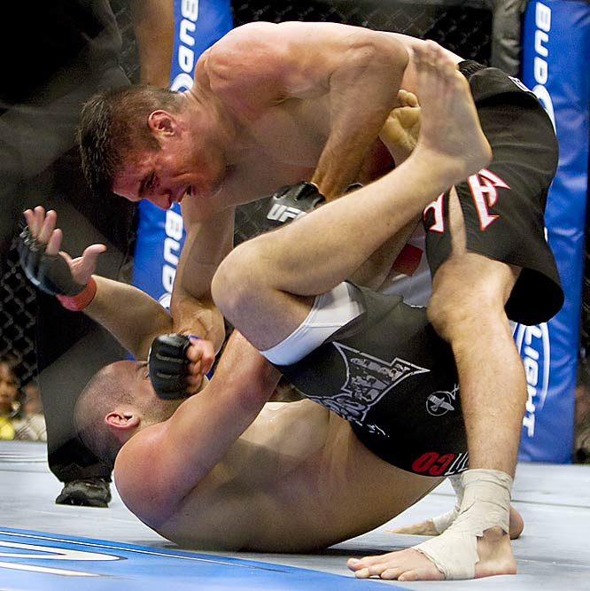While Reljic (top) resorted to kicks in the first round, Gouveia stuck with punches. But in the end, it was the Croatian who handed Gouveia a first-class ticket to the mat with punches. Reljic won in the second round by TKO.
