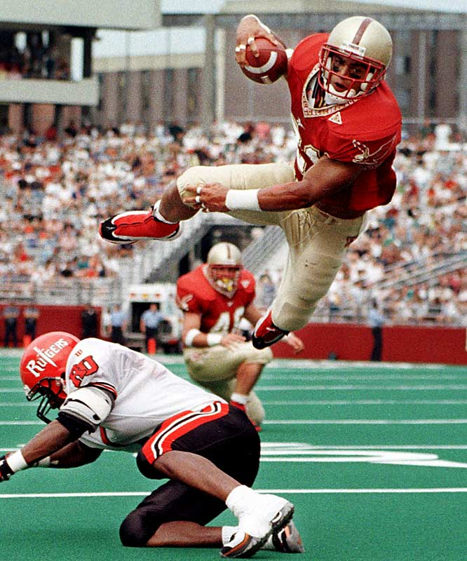 A consensus first-team All-America in 1999, Green averaged 5.9 yards per carry to set a then-school record with 3,597 career rushing yards, and still holds the record for most yards in a single season (1,726).