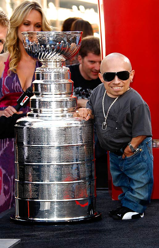 We wonder what was more exciting for Verne Troyer: Getting up close with the Stanley Cup or being near that attractive E! reporter?
