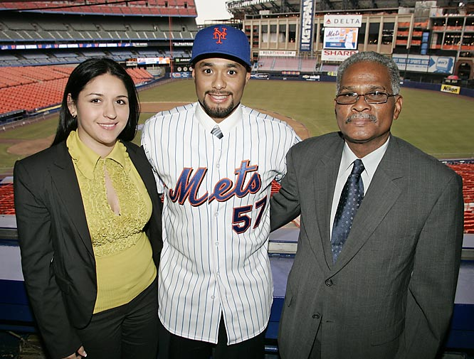 Mets pitching stud Johan Santana was introduced in New York with his father, J'esus, by his side.