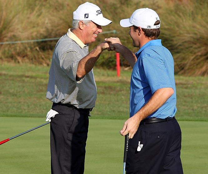Having spent more than 200 weeks in the top-10 of the Official World Golf Rankings, Curtis Strange spent some time with his son Thomas on the course as they teamed up for the Del Webb Father Son Challenge.