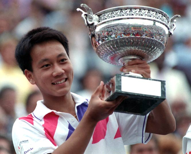 Seventeen-year-old Michael Chang beats Stefan  Edberg (6-1, 3-6, 4-6, 6-4, 6-2) to win the French Open.