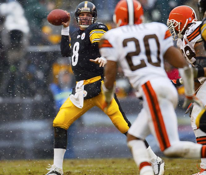 Steelers QB Tommy Maddox, the NFL's Comeback Player of the Year, tossed three touchdown passes in the final 19 minutes to help the Steelers turn a seemingly hopeless 24-7 deficit into an exhilarating 36-33 victory.