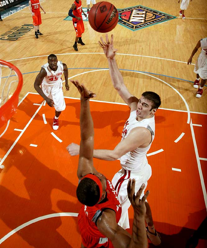 The 7-foot freshman has excellent shooting range for a big man. He averaged 14.4 points and 6.7 rebounds with the Buckeyes.