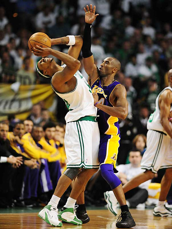 Kobe Bryant was one of the Lakers who tried to slow down Paul Pierce, who scored 19 of his 22 points after halftime.
