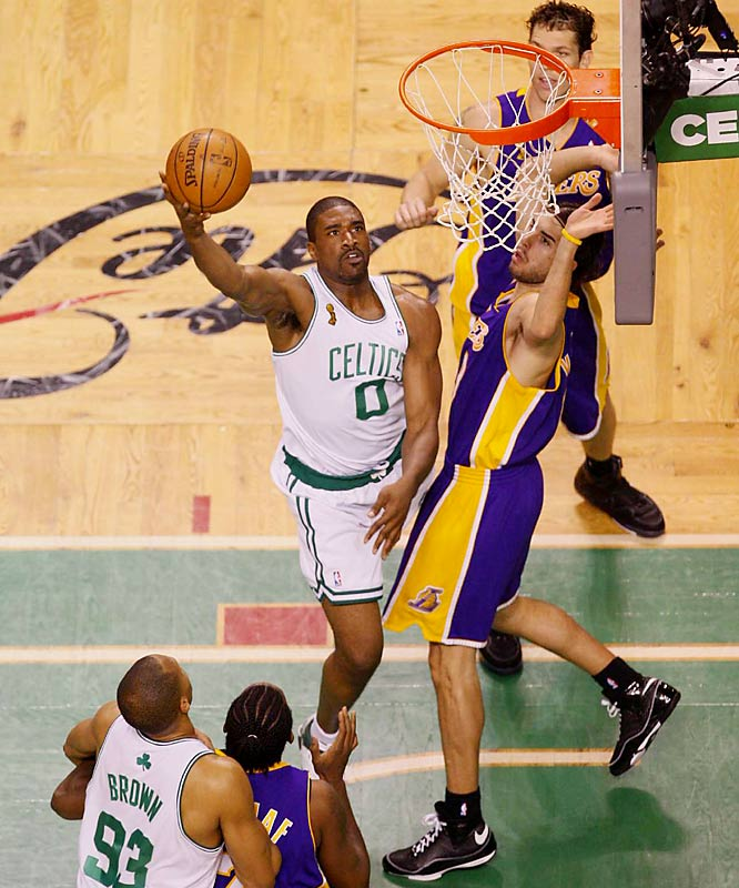 Celtics forward Leon Powe came off the bench to score 21 points in only 15 minutes. He attempted more free throws (13) than the entire Lakers team (10).