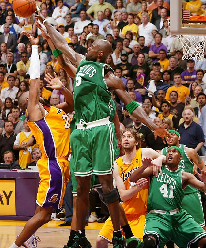 Kobe Bryant scored 10 of his 17 points in the fourth quarter, but he shot only 6-for-19 from the field against Kevin Garnett and the Celtics' defense.