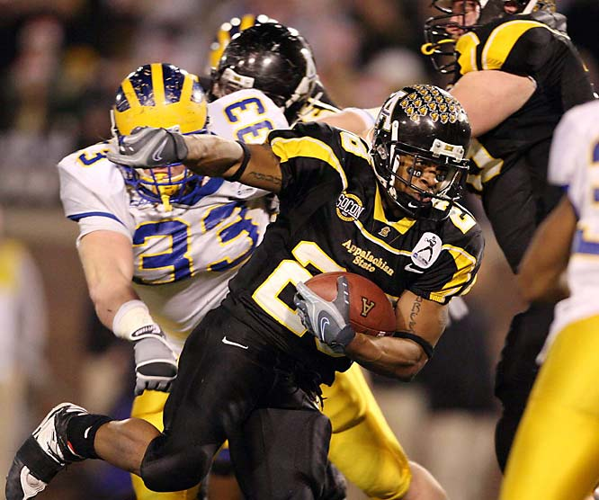 It was a memorable season from beginning to end for the Mountaineers. Their 34-32 upset of Michigan in Week 1 got them on the cover of Sports Illustrated, and their 49-21 drubbing of Delaware earned them a third-straight national title. Running back Kevin Richardson helped lead the way with 118 yards in the championship game.