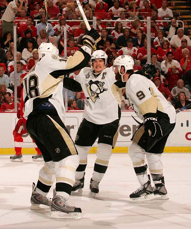 Sidney Crosby (87) and Pascal Dupuis (9) celebrate teammate Marian Hossa's (18) first-period goal that gave the Penguins a 1-0 lead.