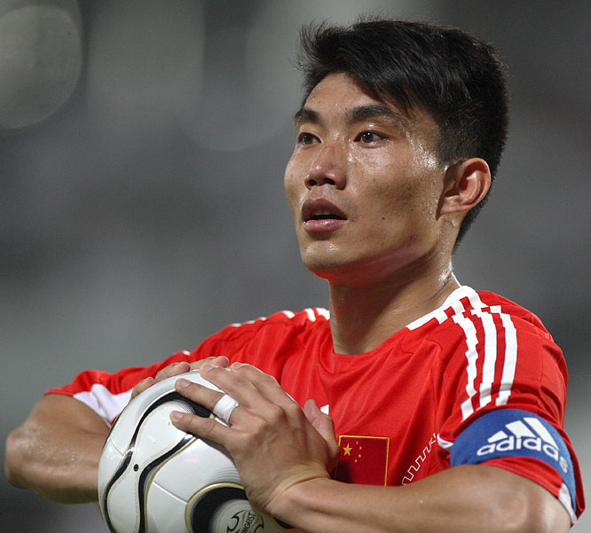 The captain of the Chinese national team plays for English club Charlton Athletic and remained with the club through their relegation from the Premier League to the Championship following the 2006-07 season.