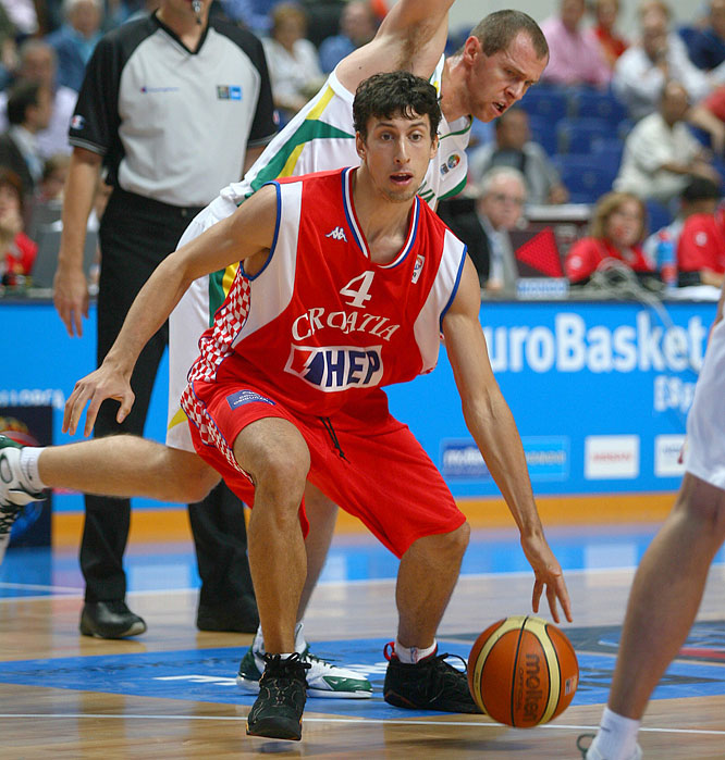 Toronto drafted the Croatian point guard with the No. 41 pick in the 2005 NBA Draft. He's since played professionally in Spain and Italy -- helming FC Barcelona to the Spanish league title in '06-07 -- but finalized a three-year pact with the Raptors last month.