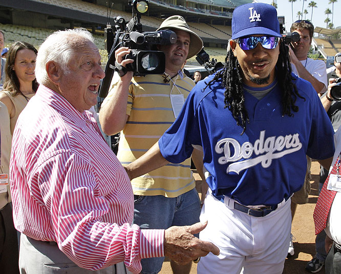 Manny chats with Dodgers icon and longtime manager Tommy Lasorda before his first game.