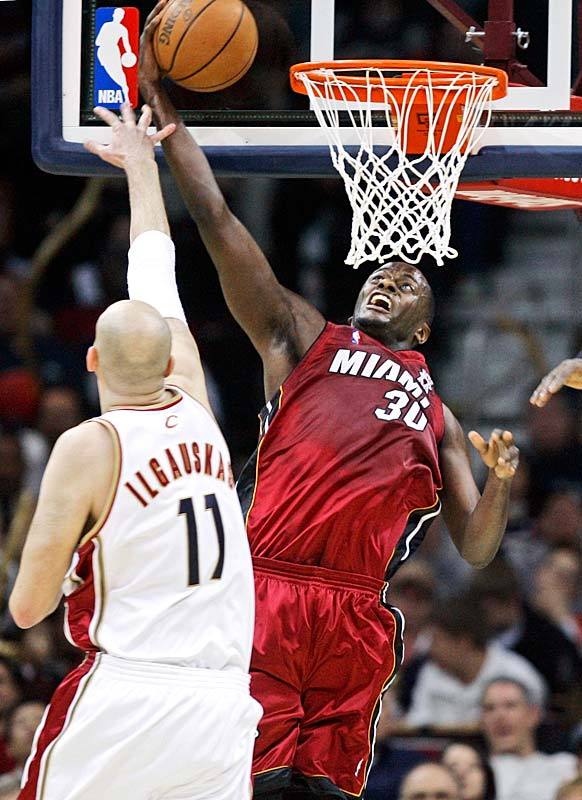 Barron will join another former Heat player, Qyntel Woods, with the Serie A team. The undrafted center played sparingly for Miami his first two NBA seasons, but he started 15 games for the woeful Heat in 2007-08. In 46 games overall last season, the 7-footer averaged 7.1 points and 4.3 rebounds.