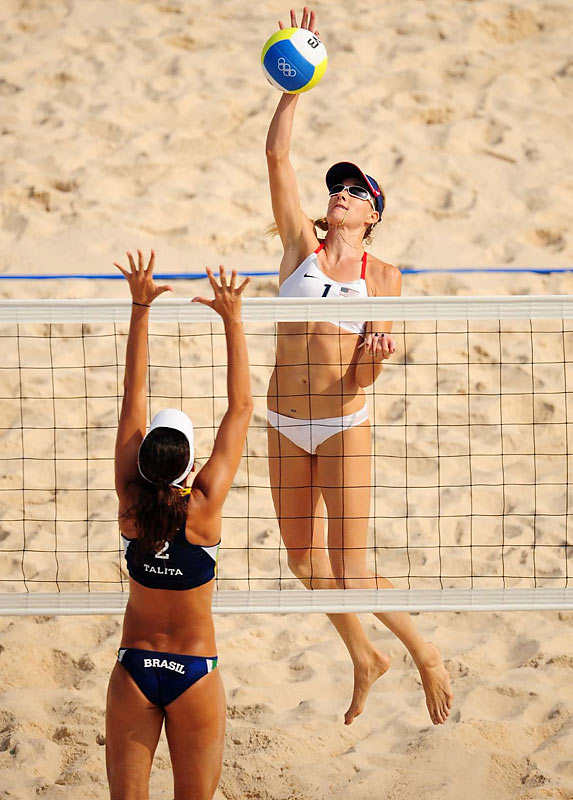 Kerry Walsh of the U.S. was able to dominate Brazil's Talita Rocha in the semis.