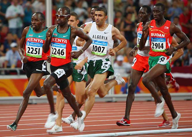 Wilfred Bungei (2246) of Kenya wins the gold in the 800-meter final.
