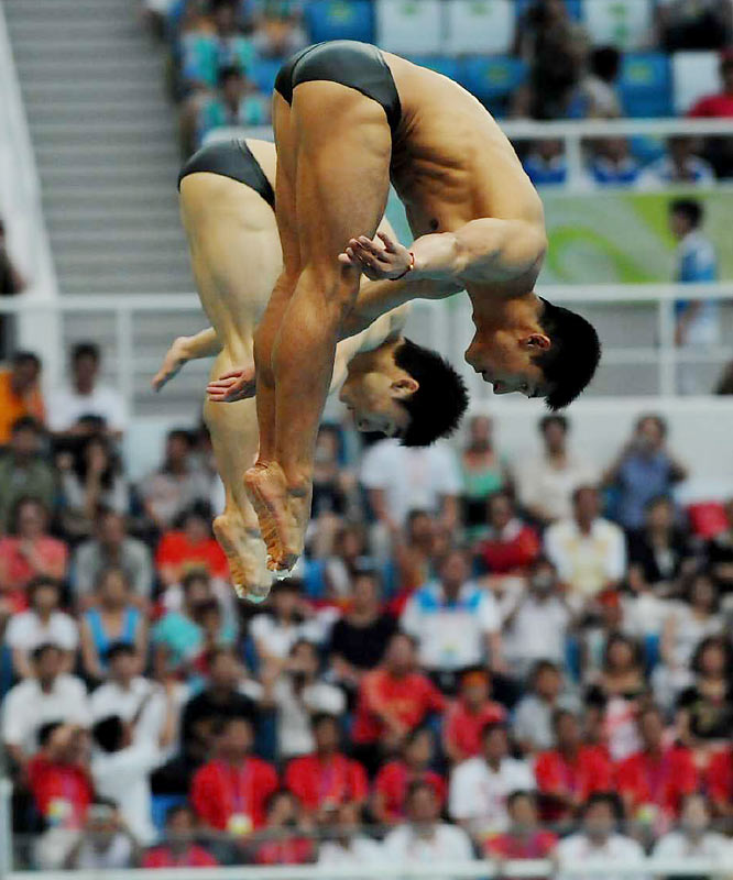 Wang Feng and Qin Kai of China won the gold medal in the synchronized 3m springboard