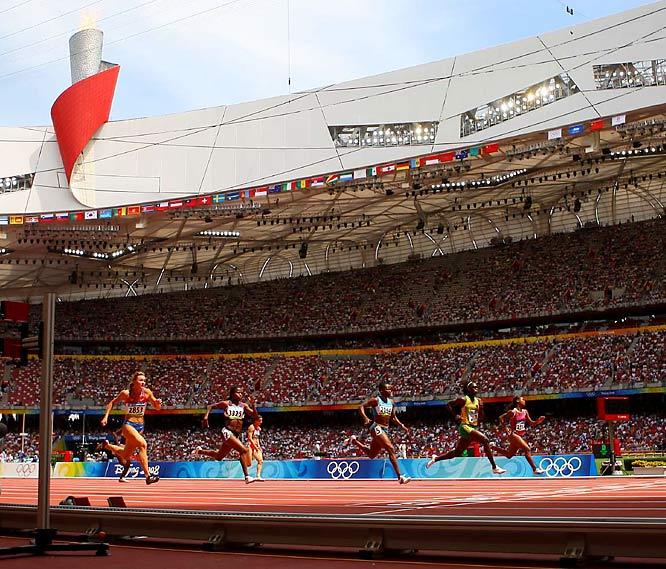 The women's 100m heats began early Saturday at Beijing's Bird Nest. Jamaica's Kerron Stewart (2178) finishes third in her preliminary race.