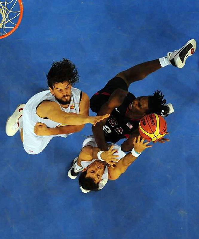 Chris Bosh of the U.S. against Marc Gasol of Spain.