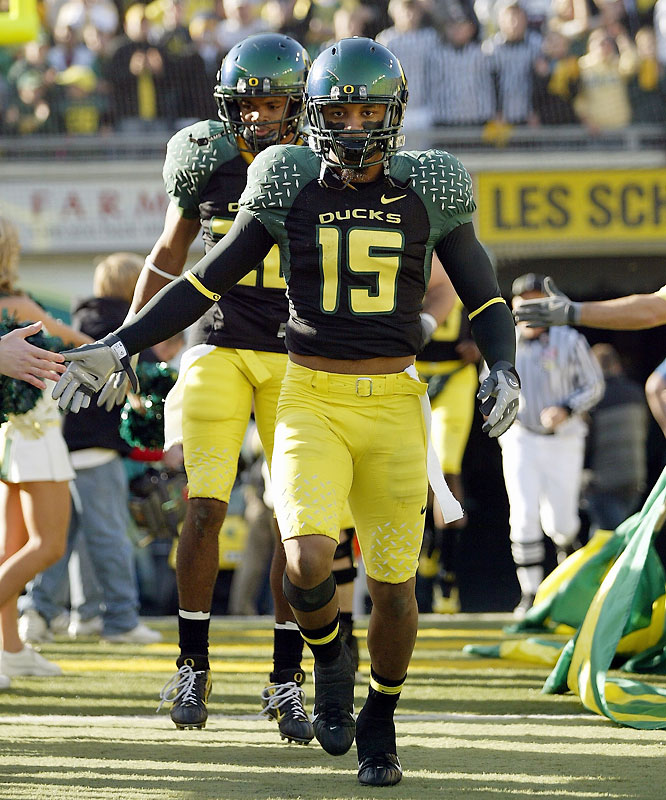 This tackling machine led Oregon with 117 stops in 2007. Chung could have been a first-day selection in the '08 draft, but he chose to return for his senior season.
