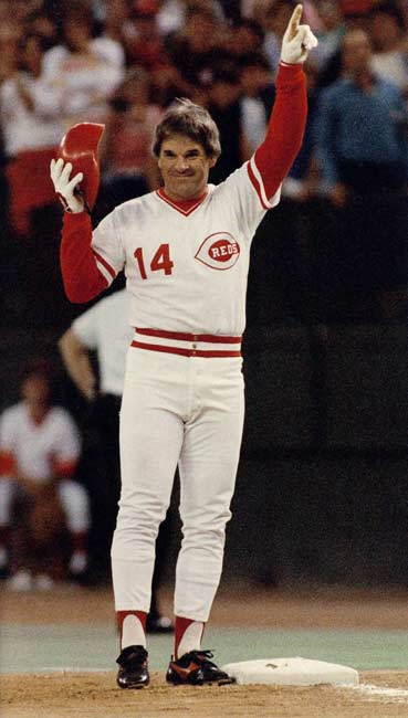Pete Rose gets his 4,192nd career hit to break the record held by Ty Cobb.