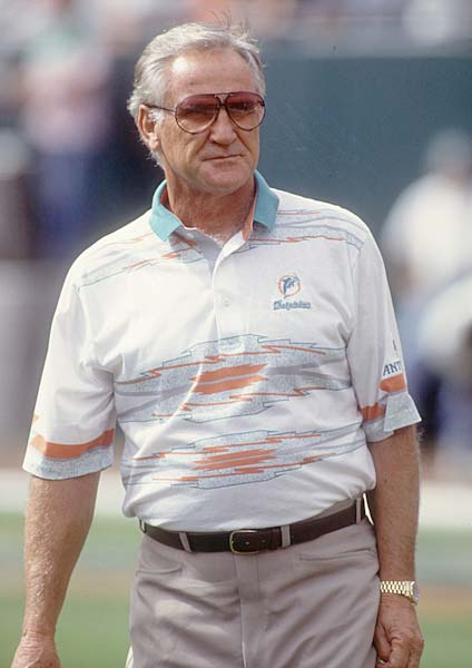 Don Shula records his 300th career victory with Miami's 16-13 win over Green Bay.
