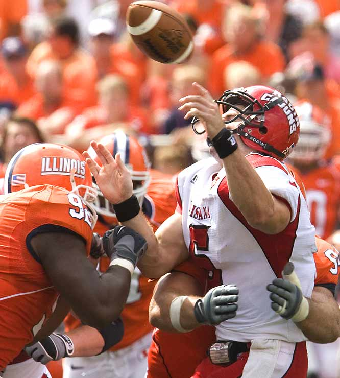 Josh Brent (92) and the Illini defense held Louisiana-Lafayette to just 287 total yards, while posting a tougher-than-expected win before the Big Ten season.