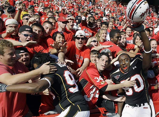 Maryland players celebrated with the fans after shutting out Wake Forest 26-0.