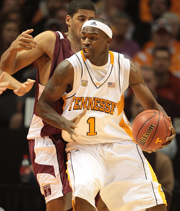 Smith, pictured, (13.6 ppg, 6.7 rpg, 3.4 apg) is the Vols' leading returning scorer and an All-America candidate. Chism (9.9 ppg, 5.8 rpg) will occasionally show flashes of brilliance -- like an 18-point, 18-rebound game against Vanderbilt on Jan. 17 -- but needs to become a more consistent contributor. Negedu, an athletic 6-foot-8 freshman who decommitted from Arizona, will provide decent relief off the bench.