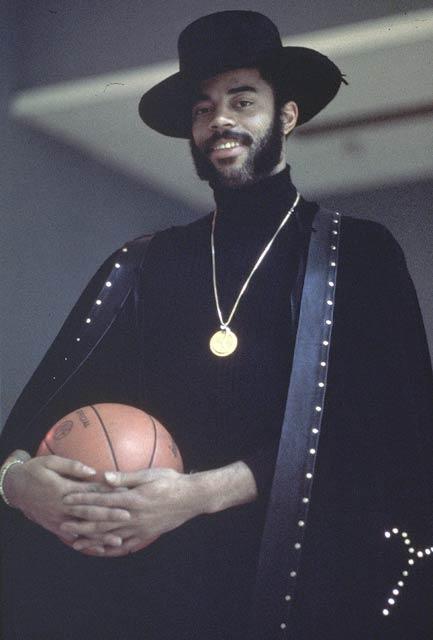 The New York Knicks retire Walt Frazier's No. 10 jersey.