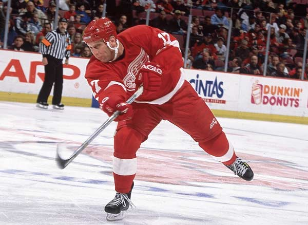 In a 3-3 tie against the KIngs, Brett Hull gets his 1,250th career point. The right wing retired in 2006 with 1,391 points.