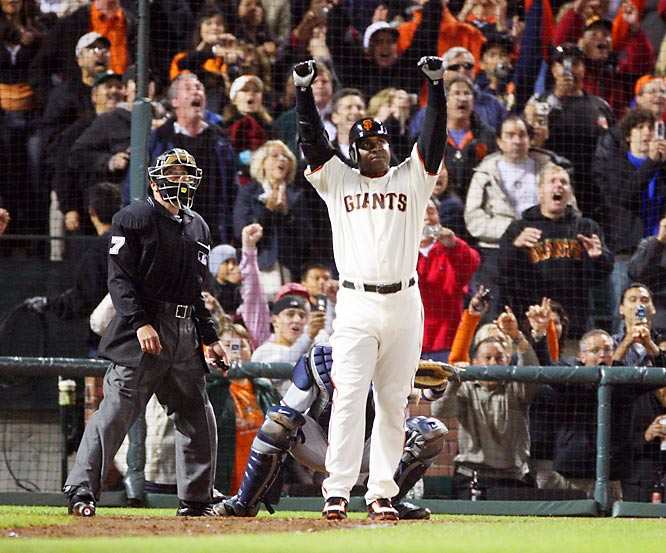 Barry Bonds extends his major league record for home runs in season to 73 as he drives a 3-2 first inning knuckleball off Dodger Dennis Spriner over the right field fence.
