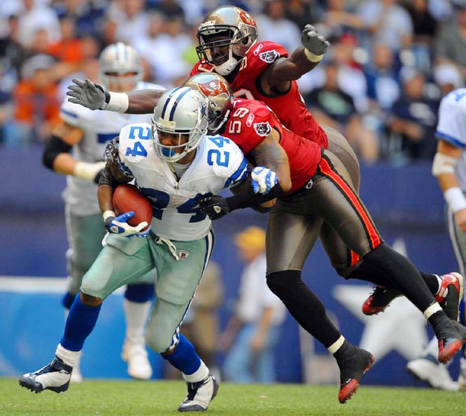 Marion Barber posted 100 total yards for the Cowboys Sunday. He gained 71 on the ground (on 25 carries) and another 29 on six catches.