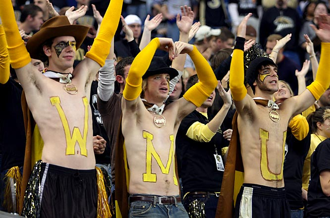 If these Western Michigan fans are going to attend games shirtless, they should probably gain a little weight to help stay warm.