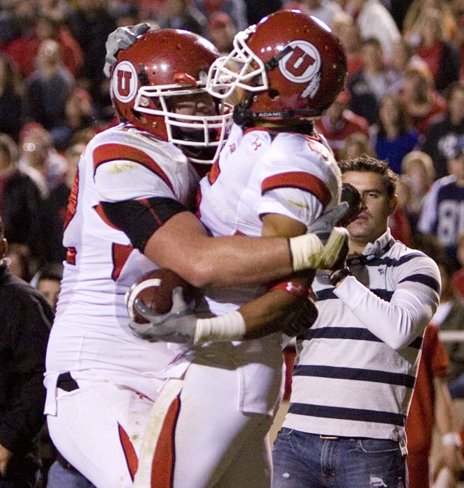 Jereme Brooks lateralled to Brent Casteel (right) for the Utes' only touchdown as they stayed undefeated.
