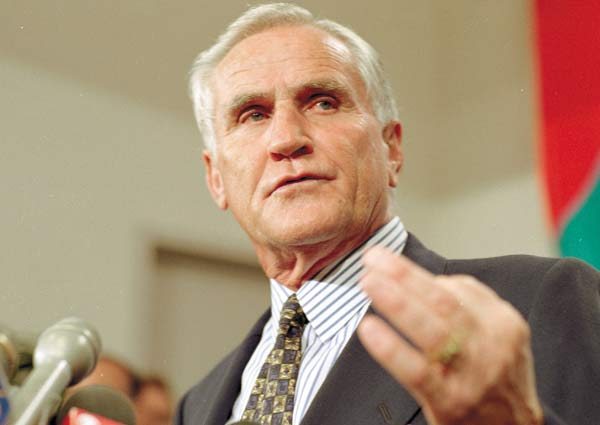 Dolphins coach Don Shula records his NFL record 325th career victory as Miami beats Philadelphia 19-14.